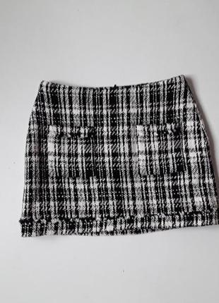 Мини - юбка  из твида в клетку  с карманами