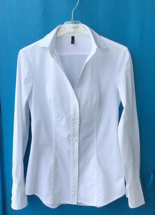 Фирменная приталенный белая рубашка маленького размера от benetton