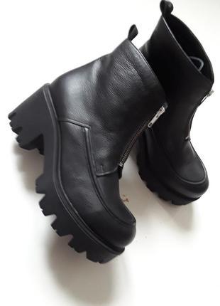 Кожаные ботиночки  на молнии впереди