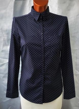 Фирменная стрейчевая в горошек рубашка темно- синего цвета от la redout