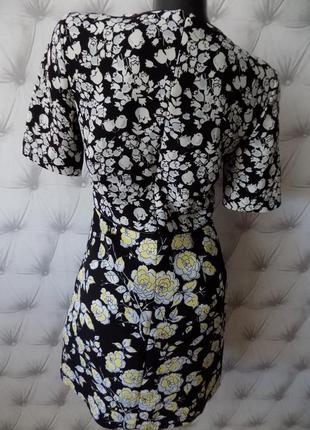 Очень красивое платье из плотной ткани