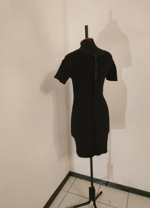 Чёрное платье с замком и необработанными швами