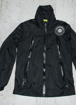 Демисезонная черная куртка hugo boss размер s