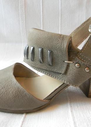 Жен.кожаные босоножки bata р.38 ст.24,5см
