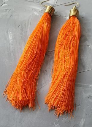 Серьги висячие нитки нити яркие тканевые серьги оранжевого цвета прямые длинные