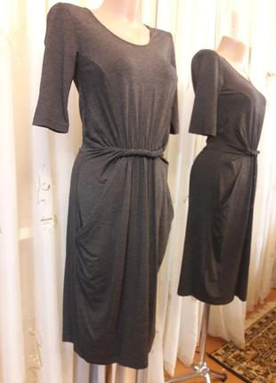 Трикотажное платье миди с оригинальными карманами