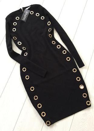 Шикарное черное платье с золотыми кольцами