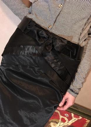 Незаурядная, нарядная  узкая черная юбка
