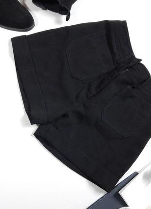 Короткие классические шорты с высокой посадкой на талии