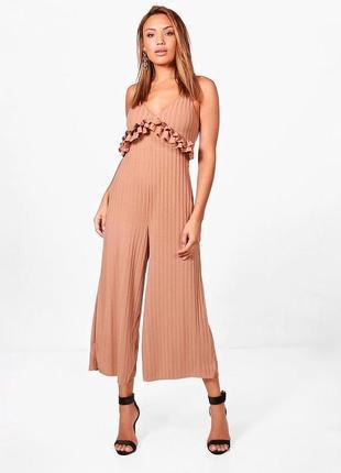 Комбинезон с оборками и широкими штанинами штанами