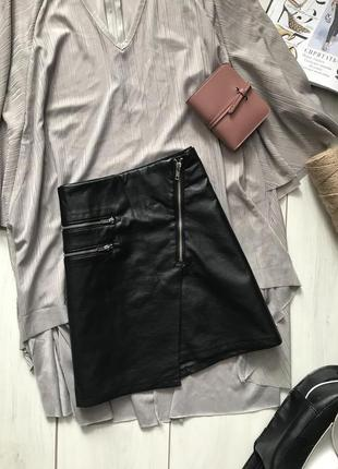 Чёрная юбка трапеция из кожзама