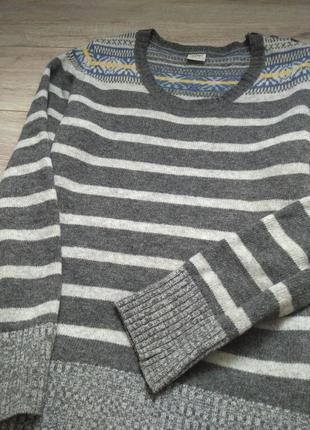 Теплый свитер. шерстяной.