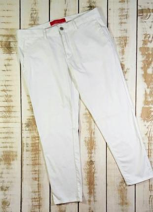 Белые слегка зауженые брюки zara