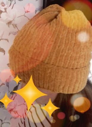 Молодёжная плюшевая шапка