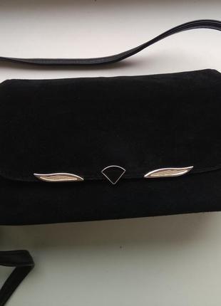 Замшевая черная сумка через плечо +эко кожа  как новая