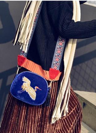 Шикарная бархатная сумочка с этно ремнем и вышитым журавлем