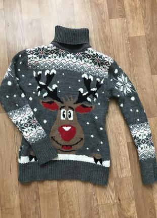 Тёплый свитер с оленем