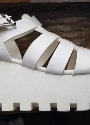 Обувь на тракторной подошве