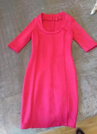 Стильное малиновое платье