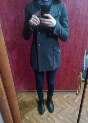 Классное пальто в стиле милитари bershka