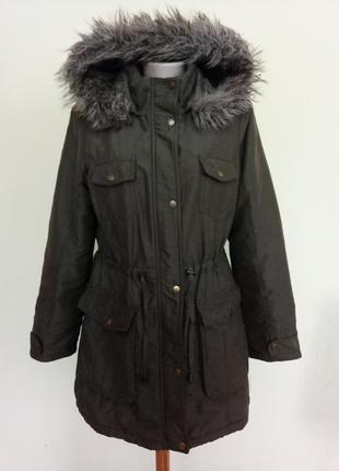 Стильная куртка на синтепоне с капюшоном