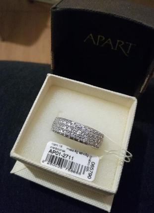 Серебряное кольцо полностью усеянно циркониями