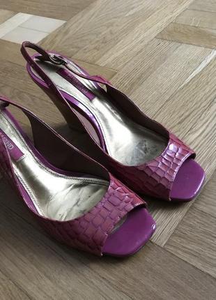 Туфли босоножки розовые лаковые dumond