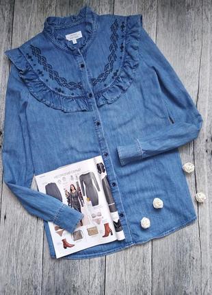 Джинсовая рубашка с рюшами и вышивкой от &other stories
