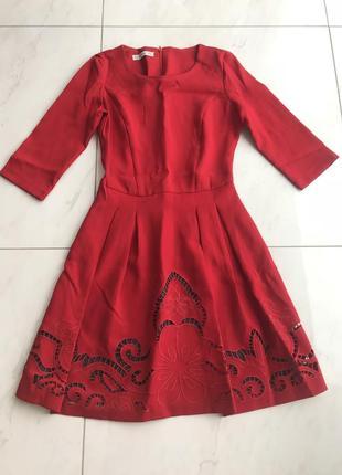 Красное платье и с ажурной юбкой