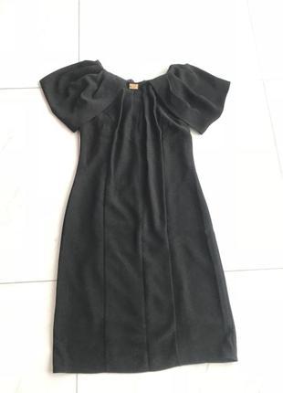 Чёрное строгое платье
