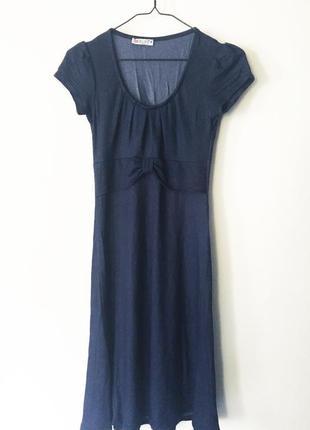 Женственное платье простого кроя