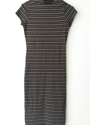 Красивое платье в полоску по фигуре