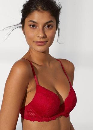 Бюст вишево- красного цвета на 80 с