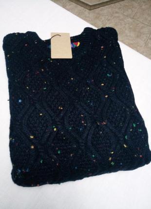 Зимний свитер интересного дизайна