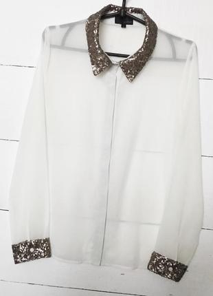 Красивая блуза белого цвета,в золотистых паетках!