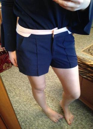 Укороченные короткие шорты с полосами atmosphere стильные