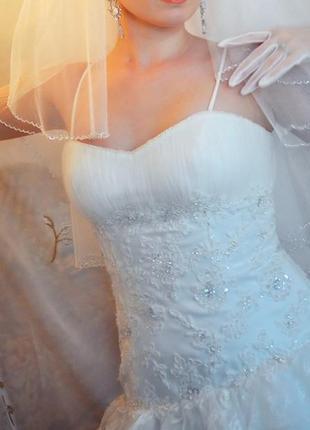 Платье свадебное пышное в рюши белое корсет камни стразы бисер