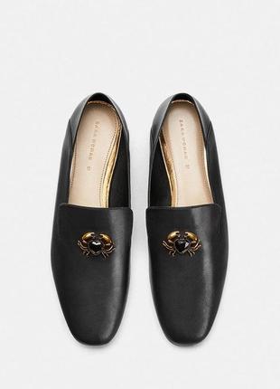 Кожаные туфли-слиперы, лоферы с декоративной деталью в виде краба 37