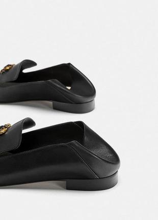 Кожаные туфли-слиперы, лоферы с декоративной деталью в виде краба 373 фото