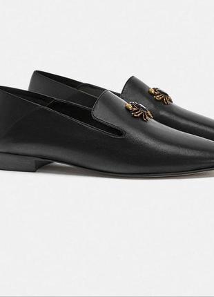 Кожаные туфли-слиперы, лоферы с декоративной деталью в виде краба 374 фото