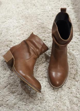 Кожаные фирменные ботинки ботильоны от  john baner 39 размер