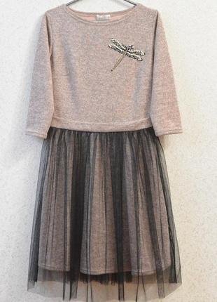 Эффектное платье, украшенное кокетливой юбкой и жемчугом, есть разные размеры и цвета!
