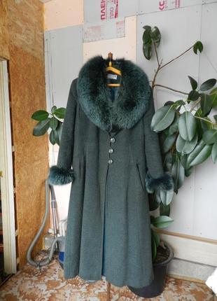 Мех на пальто воротник и манжеты песец