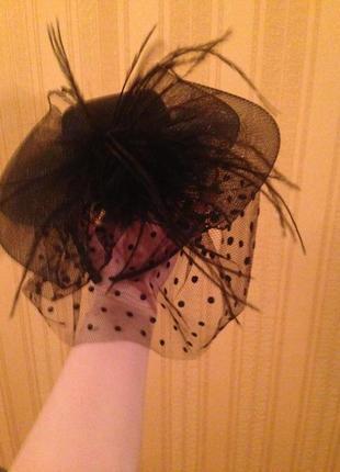 Чёрная шляпка с сеточкой