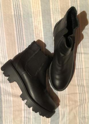 Кожаные ботинки на тракторной подошве