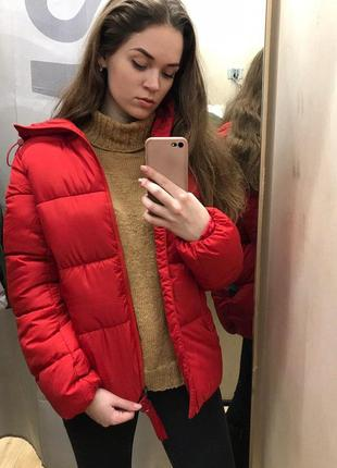 Очень теплая красная куртка bershka
