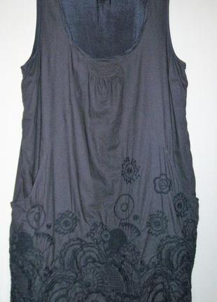 Платье серое с вышивкой  и карманами