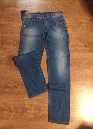 Итальянские джинсы 27-28 р  с серебряными замочками украшены     см.        мерочки