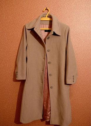 Классическое бежевое пальто