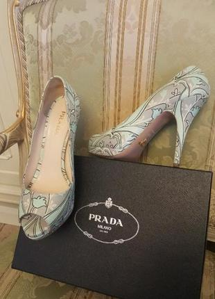 Кожаные туфли prada 40 размер